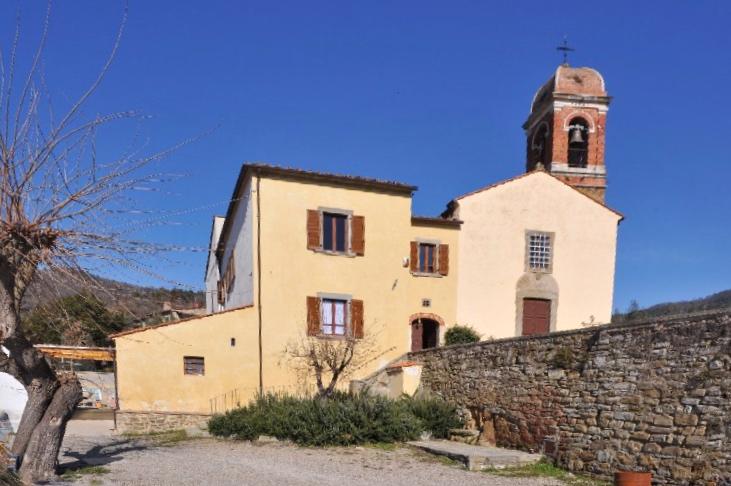 """La suggestiva pieve nelle campagne d'Arezzo dove incontrare """"l'ultimo dei templari"""". <p> di Marco Botti 9"""