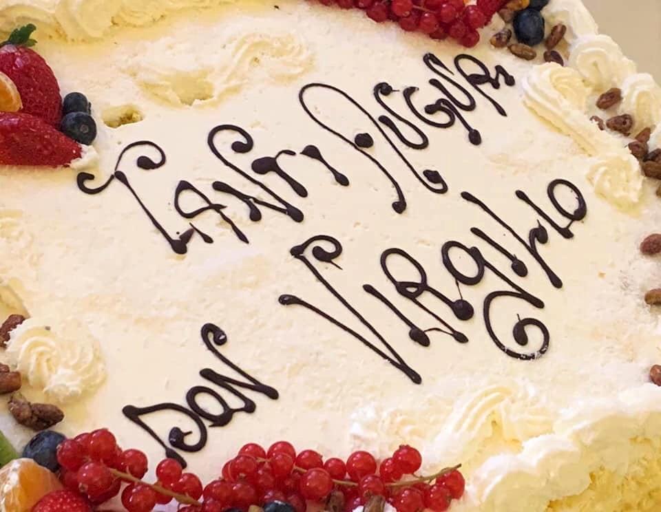 Torta di Auguri per il compleanno di Don Virgilio 2020