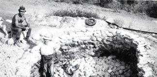 Fornace per la calce Greca Anni Sessanta da Jean Pierre ADAM, L'arte di Costruire presso i romani, edizione italiana, Milano 1990, p. 71.jpg