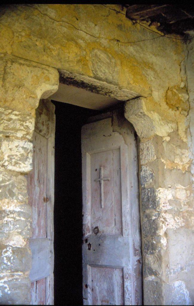 La porta d'ingresso con lo stemma Albergotti (1992)